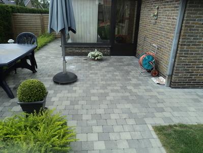 BOUWBEDRIJF DE BACKER BVBA -Klinkers kleur Grijs - Oprit en terras leggen - Realisaties